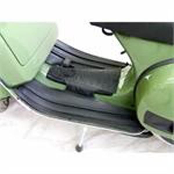 Podlážka pod nohy řidiče černá matná pro Vespa Px